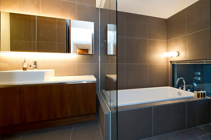 Setsugetsu Terrace En-Suite Bathtub | Middle Hirafu