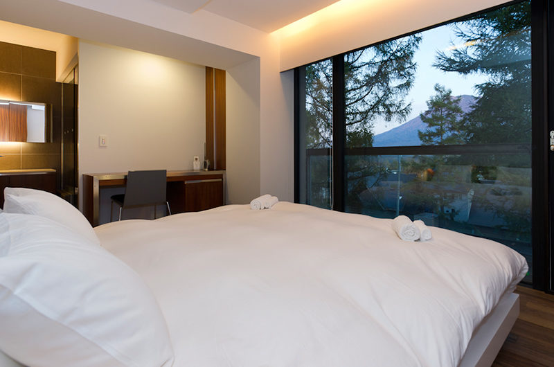 Setsugetsu Terrace Bedroom with Mountain View | Middle Hirafu