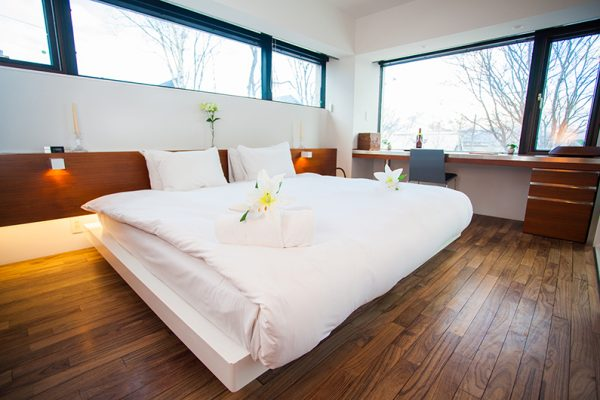 Shikaku Apartments King Size Bed with Study Table | Middle Hirafu