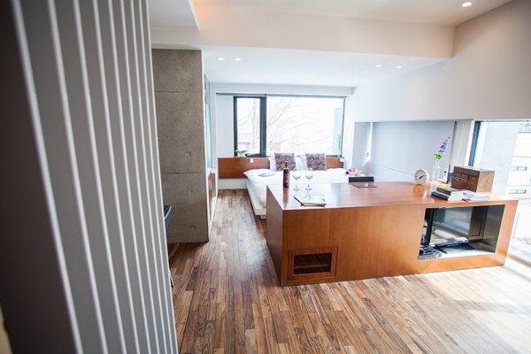 Shikaku Apartments Bedroom Suite with Window | Middle Hirafu