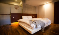 Shikaku Apartments Bedroom with Wooden Floor | Middle Hirafu