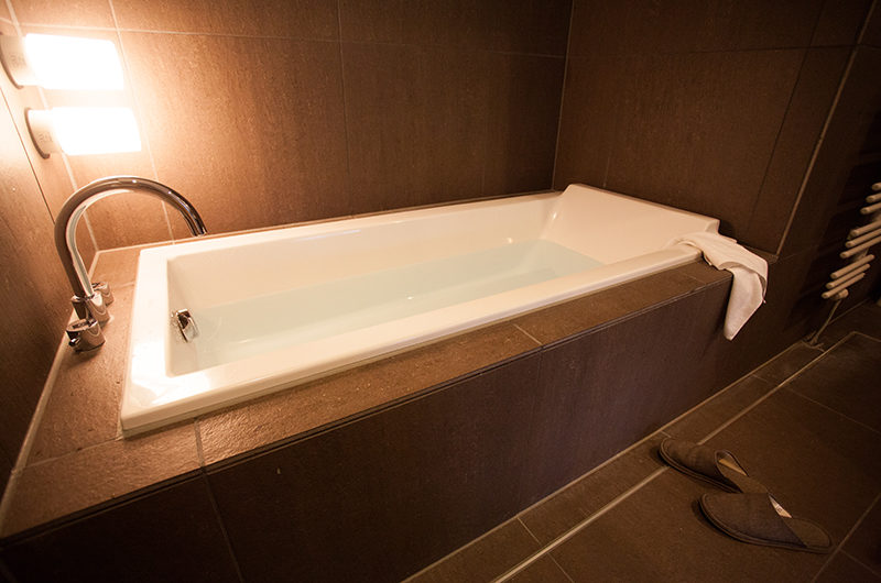 Shikaku Apartments Bathtub | Middle Hirafu