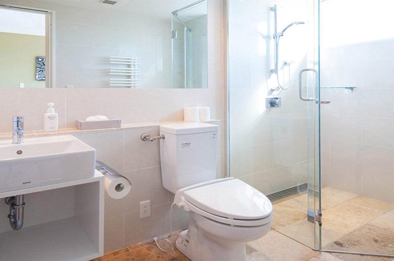 Snow Crystal Bathroom with Mirror | Upper Hirafu