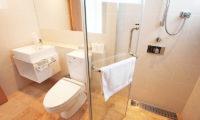 Snow Crystal Bathroom with Shower | Upper Hirafu
