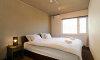 Sugarpot Bedroom with Lamp | Lower Hirafu
