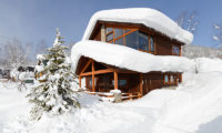 Tahoe Lodge Outdoor View with Snow | East Hirafu