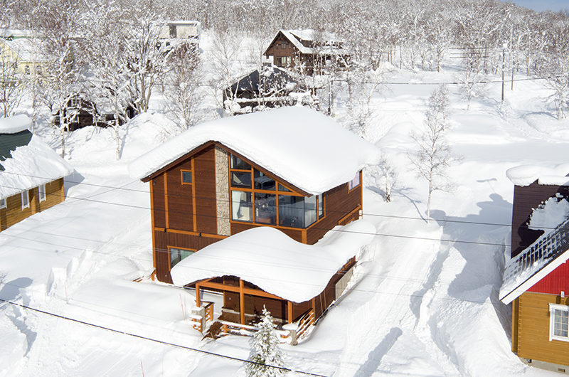 Tahoe Lodge Outdoor Area with Snow | East Hirafu