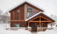 Tahoe Lodge Outdoor Area with Snowfall   East Hirafu