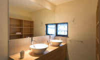 Tahoe Lodge His and Hers Bathroom | East Hirafu
