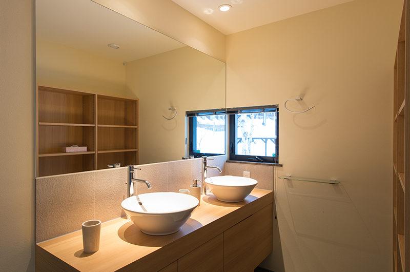 Tahoe Lodge His and Hers Bathroom   East Hirafu