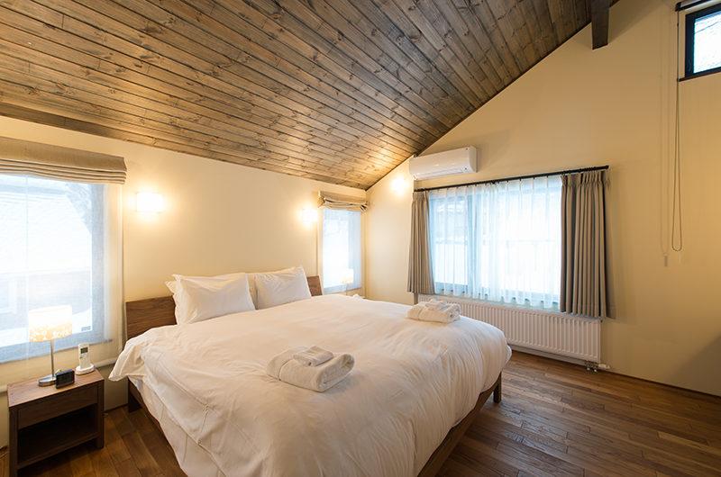 Tahoe Lodge Bedroom with Wooden Floor | East Hirafu