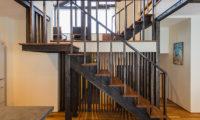 Tahoe Lodge Up Stairs   East Hirafu