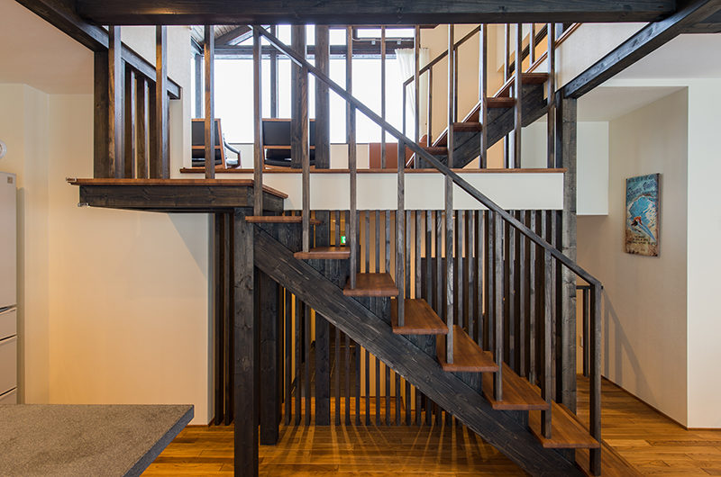 Tahoe Lodge Up Stairs | East Hirafu