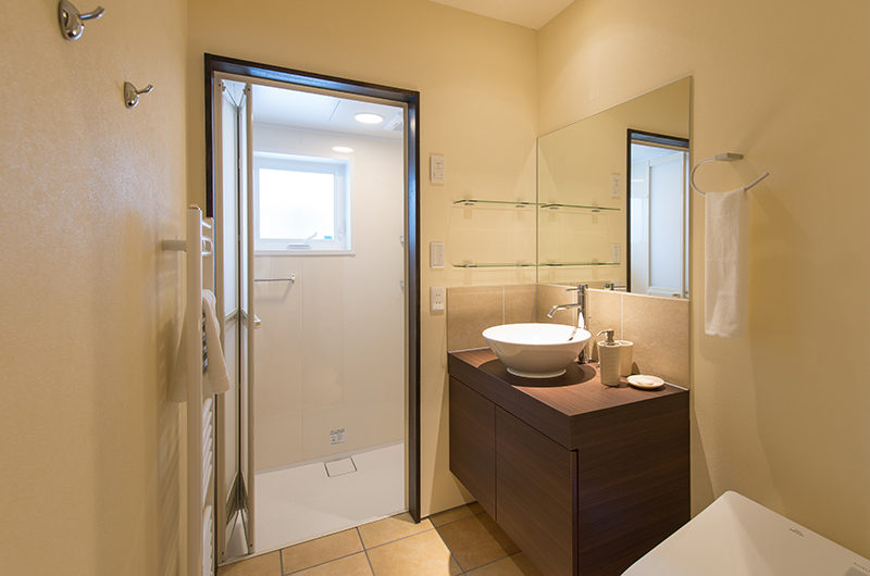 Tahoe Lodge Bathroom with Shower | East Hirafu