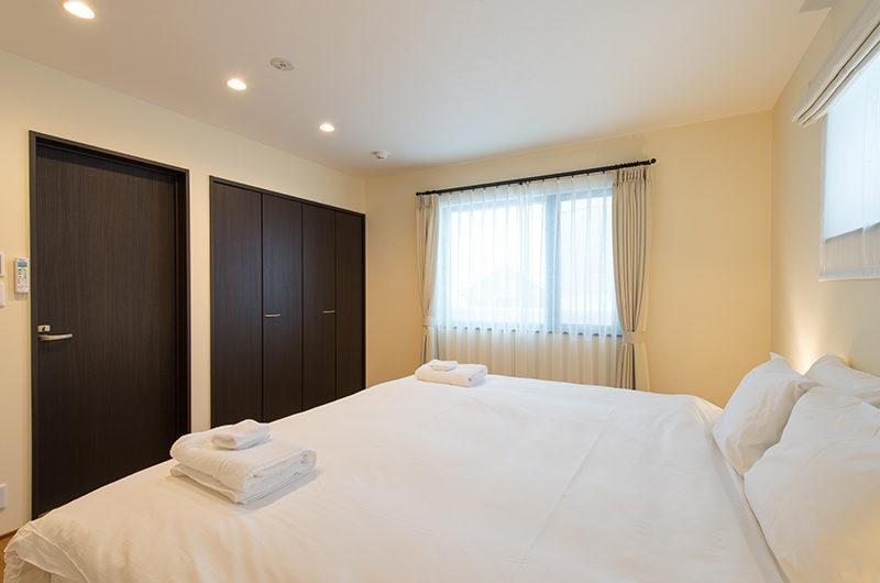Tahoe Lodge King Size Bed with Wardrobe | East Hirafu