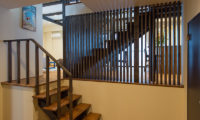 Tahoe Lodge Stairs   East Hirafu