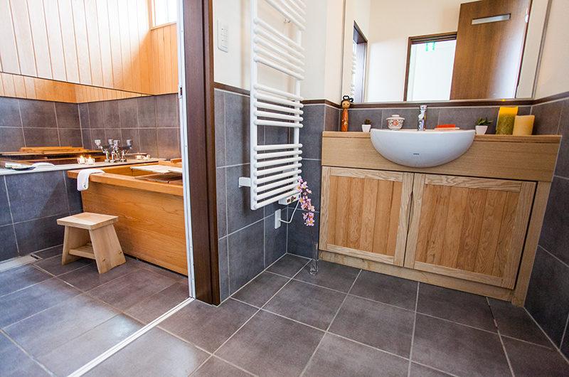 Tamo Bathroom with Japanese Ofuro Tub | Middle Hirafu