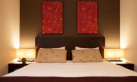 The Freshwater Bedroom with Table Lamps | Middle Hirafu