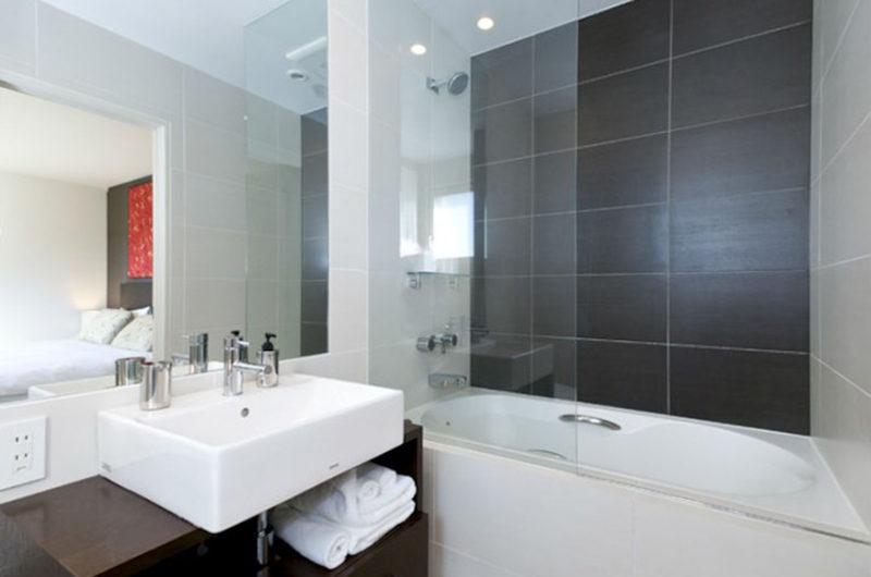 The Freshwater Bathroom with Bathtub | Middle Hirafu