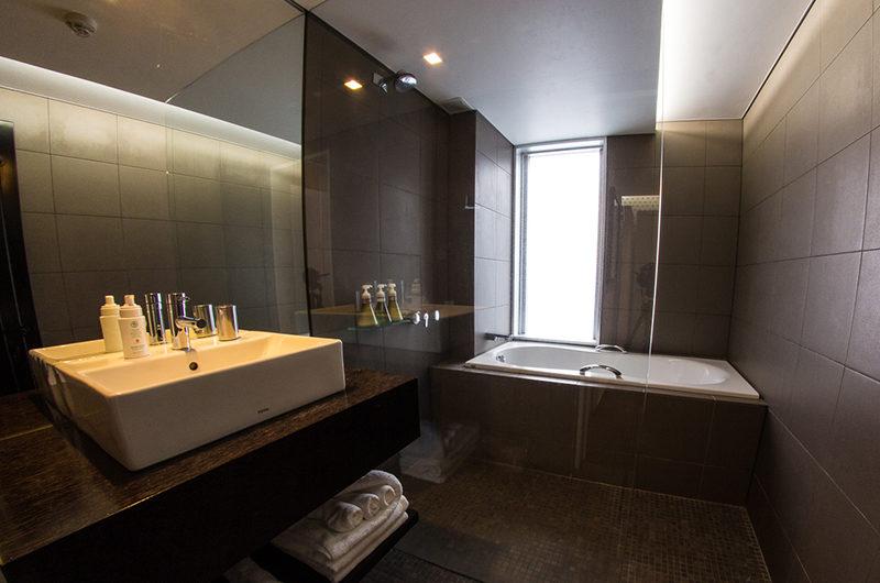 The Setsumon En-Suite Bathroom with Bathtub | Upper Hirafu