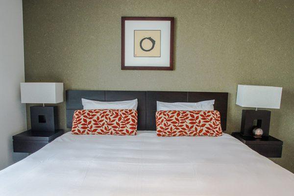 The Setsumon Bedroom with Lamps | Upper Hirafu