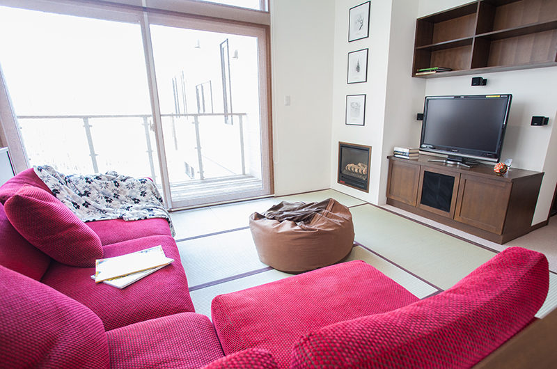 Toshokan Townhouses TV Room with Balcony | Middle Hirafu