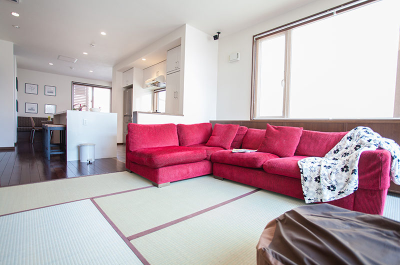 Toshokan Townhouses Lounge Area with Japanese Mats | Middle Hirafu