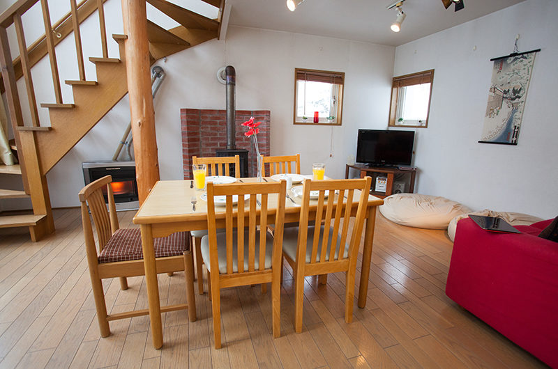 Yotei Cottage Living and Dining Area with Wooden Floor | Lower Hirafu