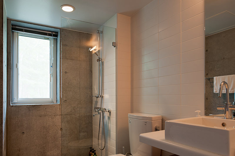 Yuki Uchi Bathroom with Shower | Lower Hirafu