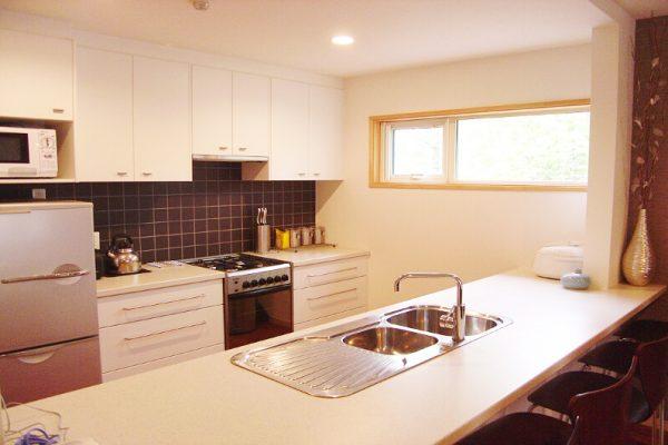 Yuki Yama Apartments Kitchen with Utensils | Middle Hirafu