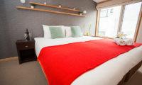 Yuki Yama Apartments King Size Bed | Middle Hirafu