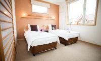 Yuki Yama Apartments Twin Bedroom with Carpet | Middle Hirafu