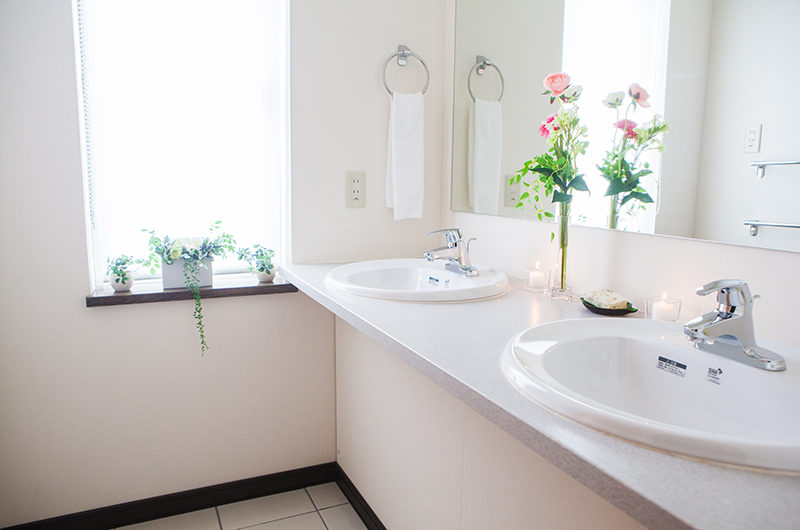 Yukisawa House His and Hers Bathroom | Lower Hirafu
