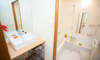 Yume House Bathroom with Bathtub | Middle Hirafu