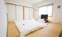 Yume House Japanese Style Twin Bedroom with TV | Middle Hirafu