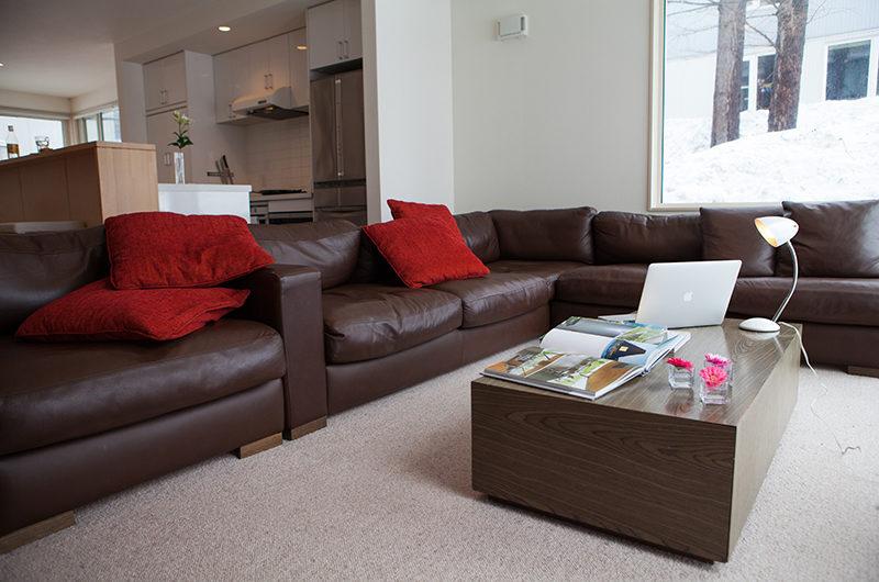 Yutaka Townhouses Lounge Room | Middle Hirafu