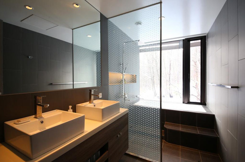Aya Niseko Two Bedroom His and Hers Bathroom with Bathtub | Upper Hirafu