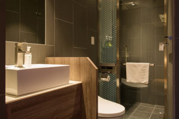 Aya Niseko Atelier Bathroom with Shower | Upper Hirafu