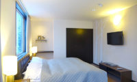 Ebina Chalet and Lodge Bedroom with TV   Moiwa