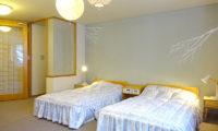 Ebina Chalet and Lodge Twin Bedroom | Moiwa