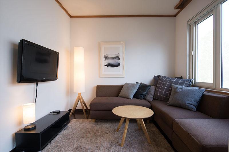 Kuma Cabin TV Room | Lower Hirafu