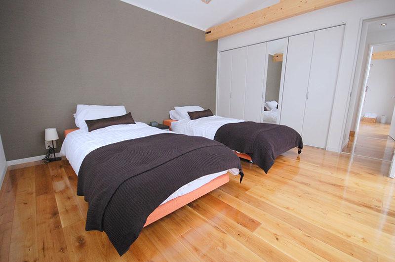 Adventure Twin Bedroom with Wooden Floor | Lower Hirafu Village
