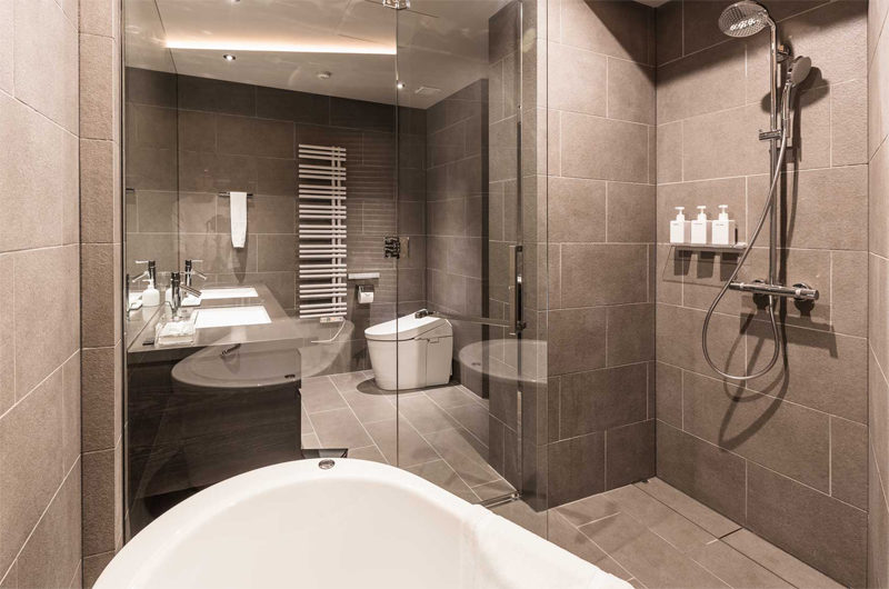 Haven Niseko His and Hers Bathroom with Shower | Middle Hirafu