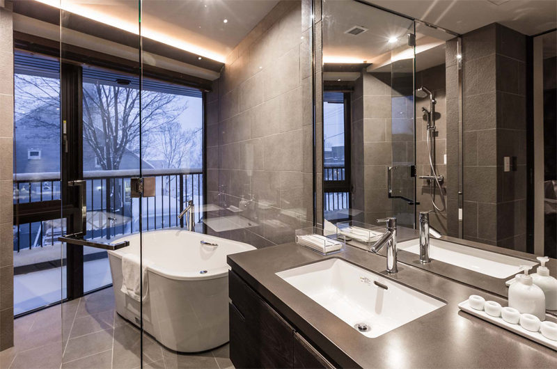 Haven Niseko Bathtub with Outdoor View | Middle Hirafu