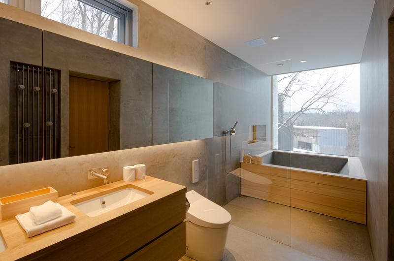 Kitadori En-Suite Bathroom with Outdoor View   The Escarpment