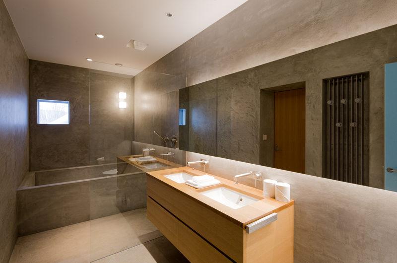 Kitadori En-Suite Bathroom with Bathtub   The Escarpment