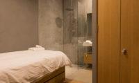 Kitadori Bathroom with Shower   The Escarpment