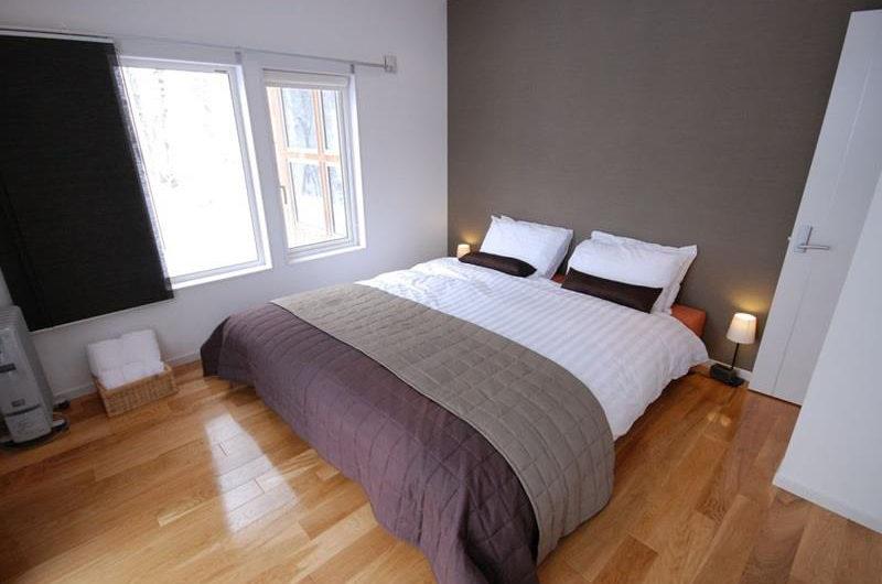 Peak Bedroom with Window | Lower Hirafu