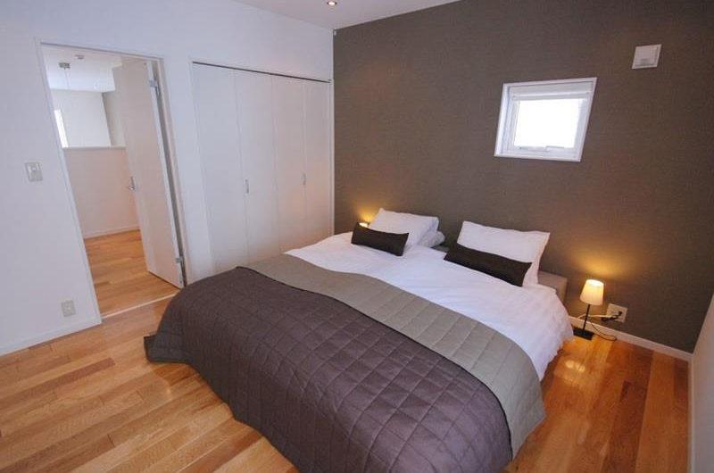 Peak Bedroom with Wooden Floor | Lower Hirafu