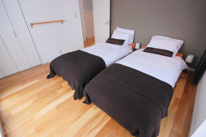 Peak Twin Bedroom | Lower Hirafu